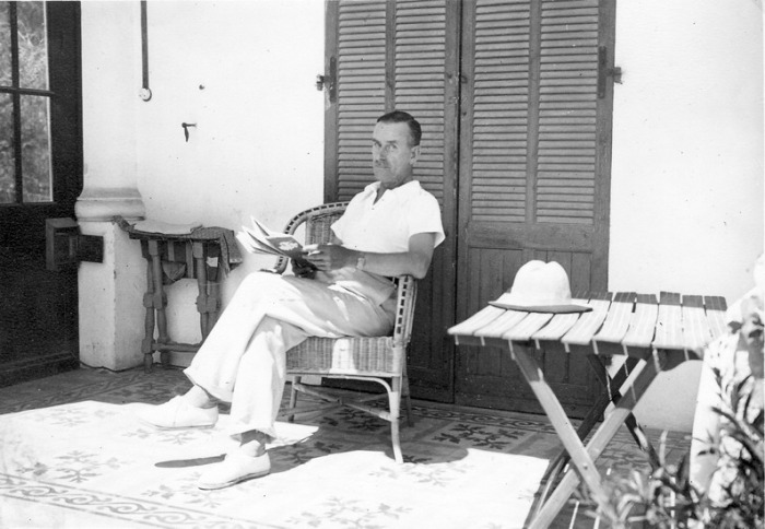 The novelist in Sanary-sur-Mer: how come he's so relaxed?