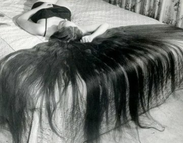 woman hair bed