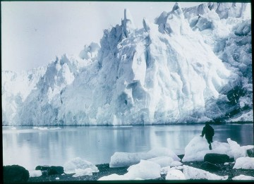 New Fortuna Glacier, 1915 / photographed by Frank Hurley